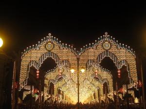 Así se ve la Feria cuando entras de noche por la portada de la avenida